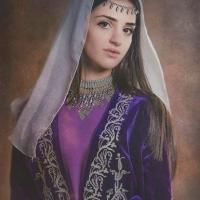 Женщина в абхазском национальном костюме