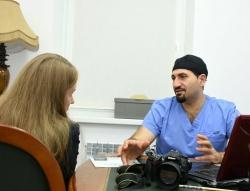 Пластический хирург Соломон Абрамян с пациенткой